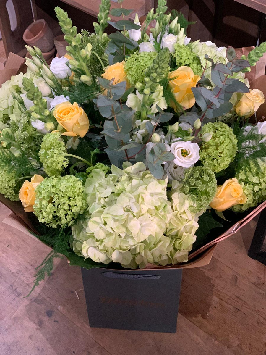 BEAUTIFUL BOUQUETS // Another stunning bouquet from our Farnham team this week! Such a beautiful colour palette of soft yellow, cream and green #farnhamflorist #farnhamflowers #moodforfloral pic.twitter.com/BYf58shUie
