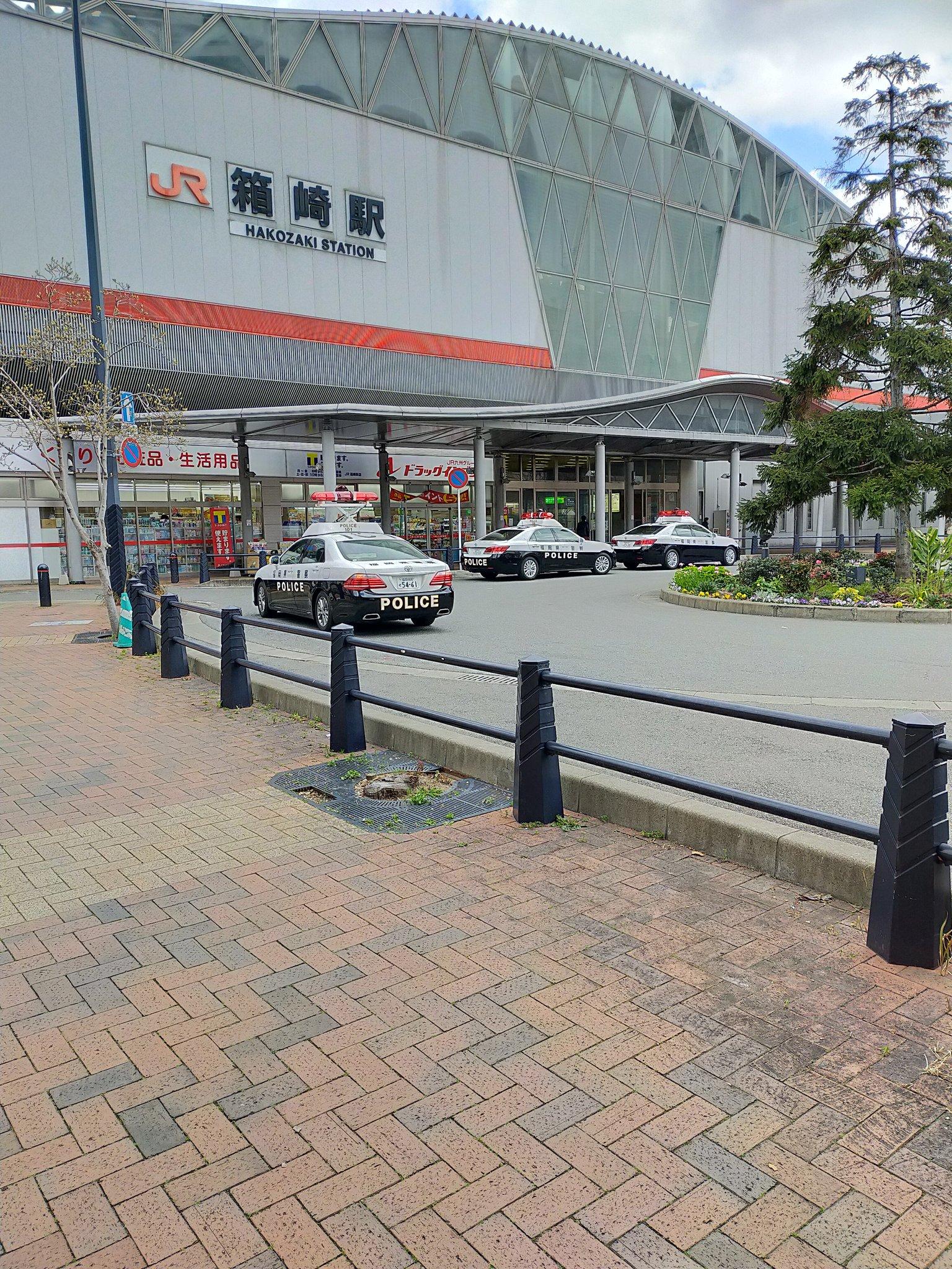 箱崎駅に緊急車両が到着している画像