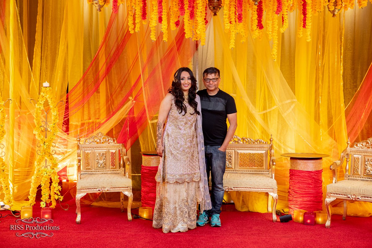 """""""It's our pride working with Brides aiming high"""". Our creative director with the happy customer. #tajmahalevents #hennanight #mehndihenna  #happyclients #eventplanning #mehendi #sangeetoutfit #wedding #eventplanner #Sydney  #eventmanagement #sydneywedding #weddingplannerpic.twitter.com/DK2LscLSB7"""