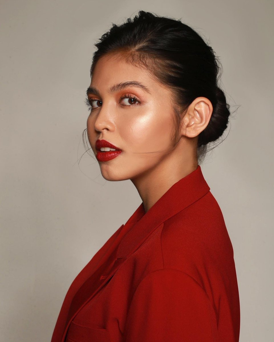 So thrilled to officially announce my collaboration with MAC Cosmetics once again! This time it's different. 💋   Make sure to follow @maccosmeticsph to know when you can get your hands on my lippies. #MaineForMAC #MACMaker https://t.co/OIEMtG1e9F