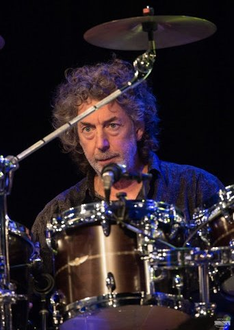 Happy Birthday to legendary British drummer Simon Phillips, born on this day in Westminster, London in 1957.