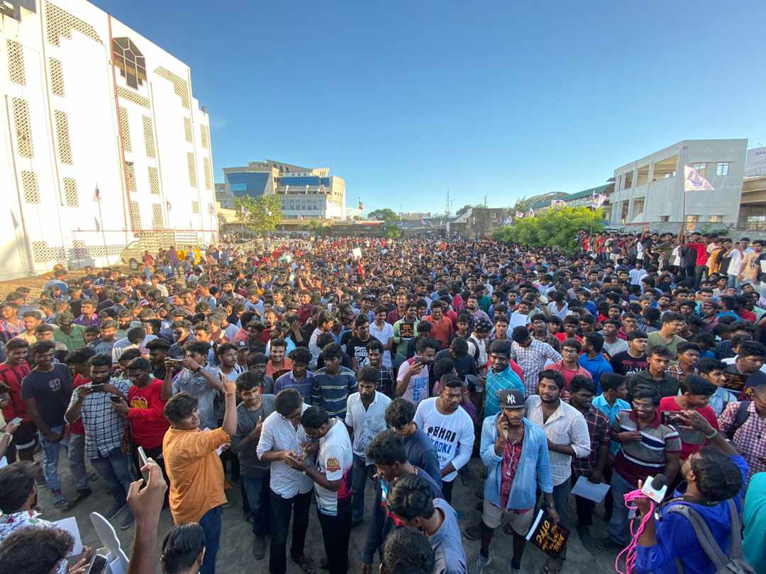 ReCap : #Bigil Trailer Days   The Man With Millions Of Hearts..  #Master @actorvijay<br>http://pic.twitter.com/aerZmsoBgw