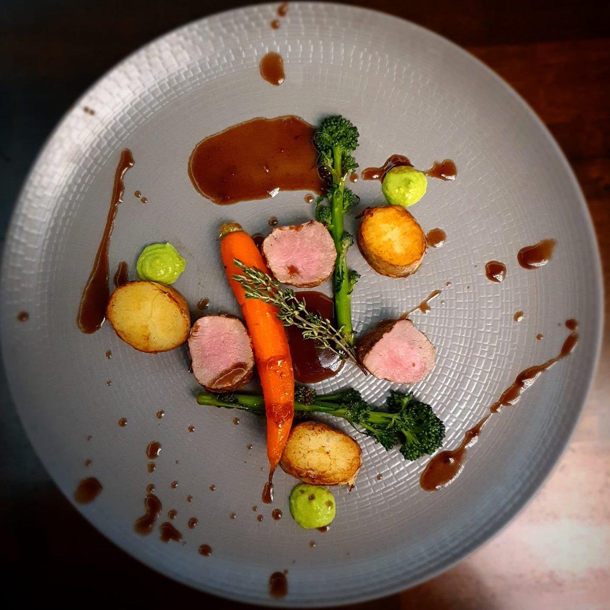 Today's special. Pan seared lamb loin, red wine shallot jus, seasonal veg. Thanks Chef 👩🍳   #dublincitycentre #dublinonourdoorstep #Ourteam #chefgoals #chefteam #dublinfood #dublindining https://t.co/YhFK3IPFy7