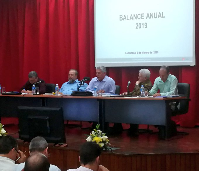 President of Cuba attends annual meeting of Ministry of Energy and Mines.