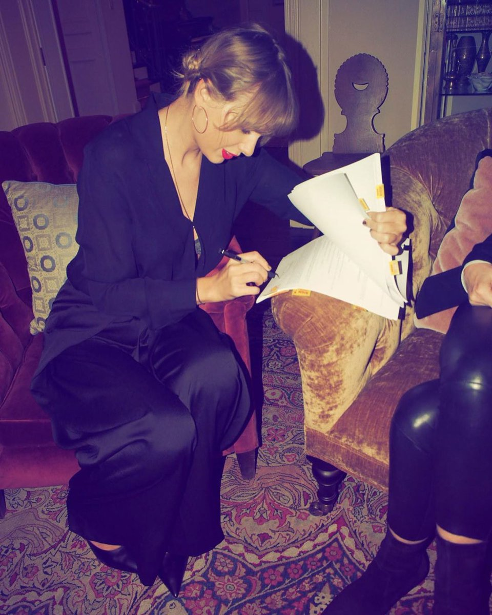 Taylor Swift On Twitter I M Proud To Extend My Partnership With Lucian Grainge And The Universal Music Family By Signing With Universal Music Publishing Group And For The Opportunity To Work With
