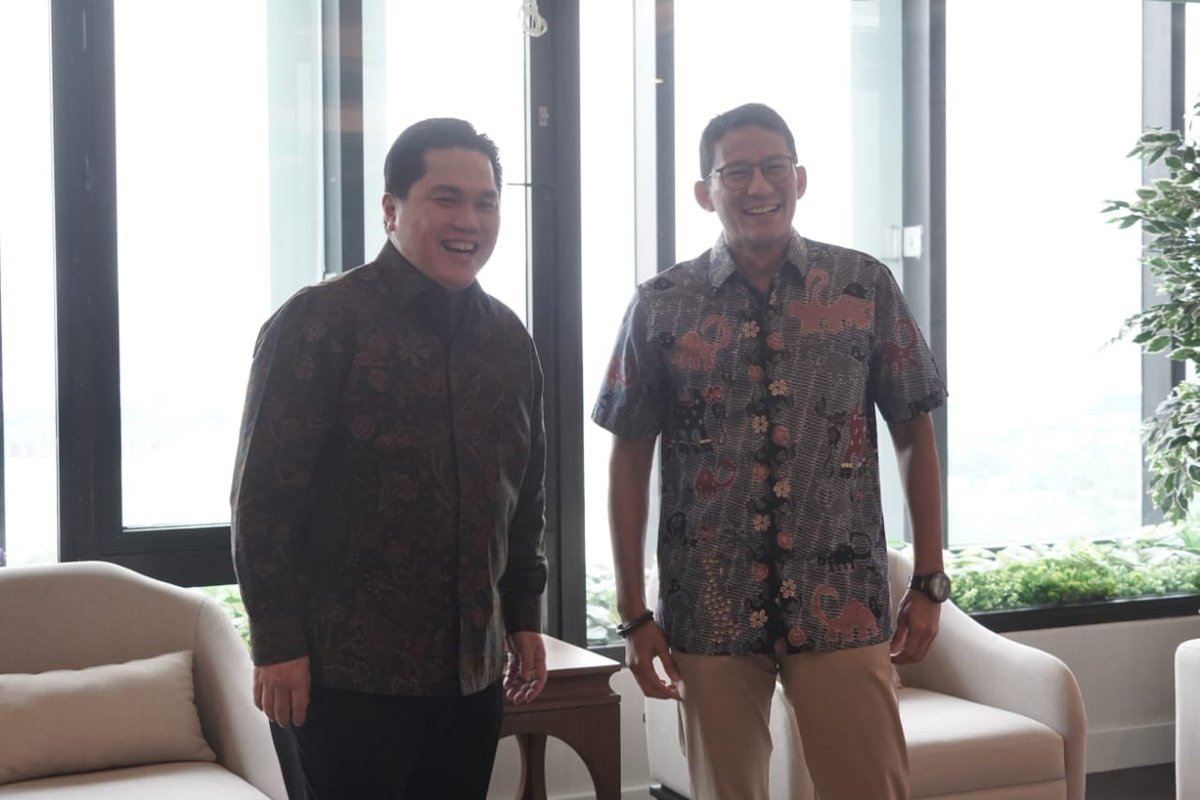 Menemui sahabat saya, @erickthohir. Selain berdiskusi santai, saya jg memberikan support krn tugas Bro Erick ini tidak mudah. Banyak yg perlu dibenahi. BUMN adalah benteng perekonomian bangsa. Butuh pengelolaan yg baik karena ini menyangkut kemaslahatan seluruh rakyat Indonesia.