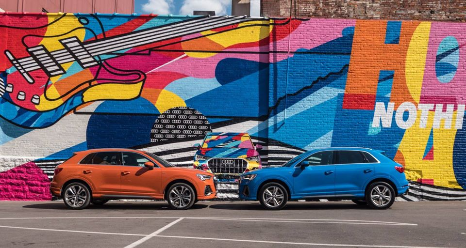 De profil, le véhicule se distingue par une ligne d'épaule plus marquée et un empattement allongé. Avec des ailes élargies et des passages de roues musclés, le nouveau #Q3 renoue avec le glorieux passé d'Audi en compétition en s'inspirant de l'#Audi #quattro. https://t.co/MZgQykJIn8