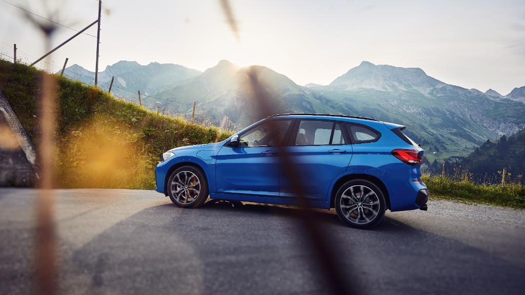We can observe this youngster in its natural habitat. The new BMW X1 xDrive25e. #BMWi #pluginhybrid #electriccar  #TheX1 __ BMW X1 xDrive25e: combined fuel consumption: 2,1-1,9 l/100 km; power consumption combined: 14,3–13,8 kWh/100 km; CO2 emissions combined: 48-43g/km.