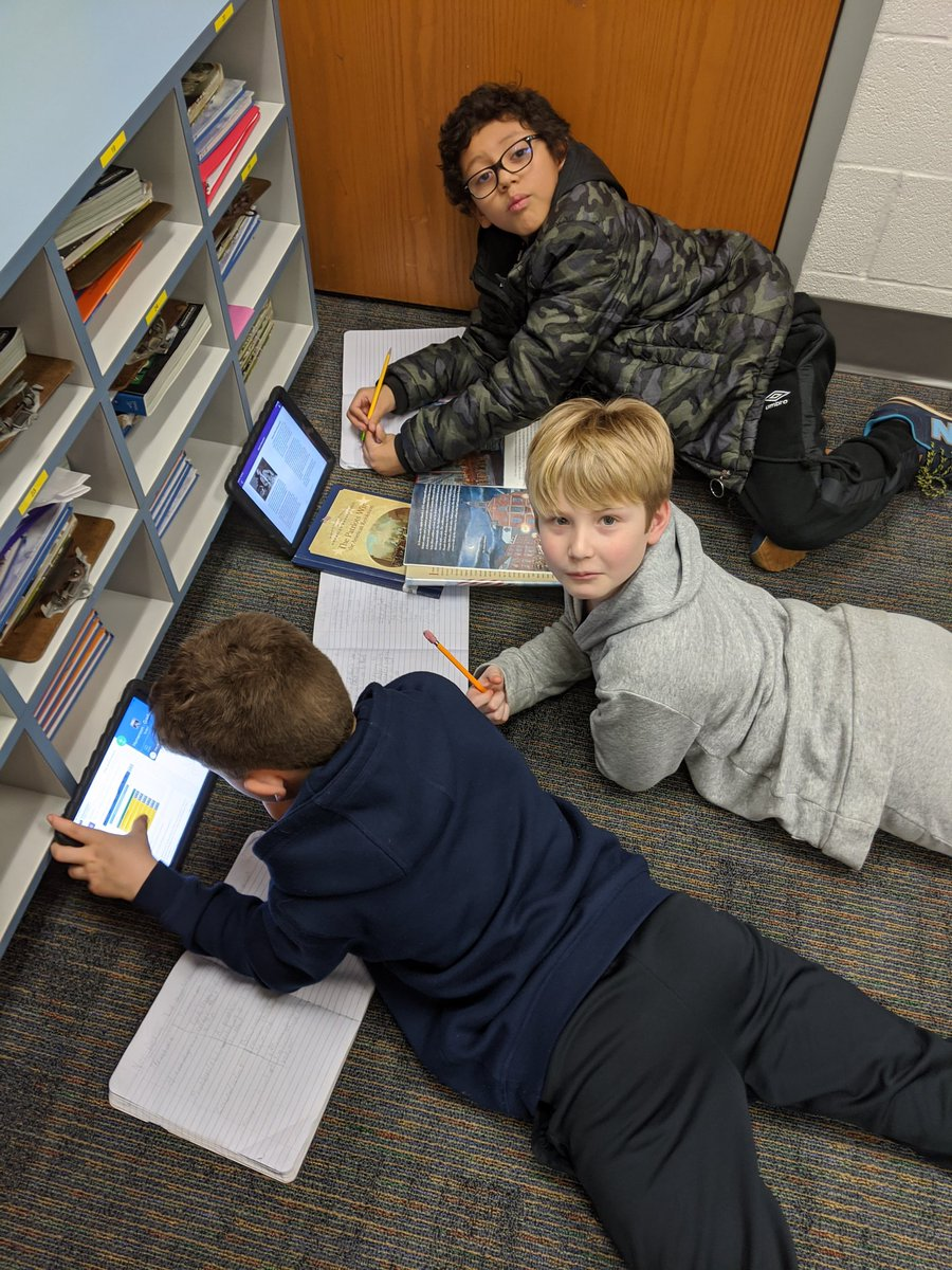 4th graders use nonfiction texts to engage in a group research project on the American Revolution <a target='_blank' href='http://search.twitter.com/search?q=atslearns'><a target='_blank' href='https://twitter.com/hashtag/atslearns?src=hash'>#atslearns</a></a> <a target='_blank' href='http://twitter.com/APS_ATS'>@APS_ATS</a> <a target='_blank' href='http://twitter.com/APSsocstudies'>@APSsocstudies</a> <a target='_blank' href='http://twitter.com/APS_ELA_Elem'>@APS_ELA_Elem</a> <a target='_blank' href='https://t.co/SjU7cYmkvV'>https://t.co/SjU7cYmkvV</a>