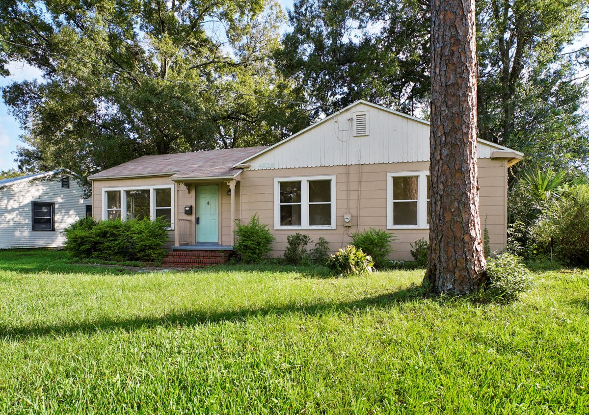 Rated as: VERY CONVENIENT 4818 Manchester Rd ~ Just minutes from I10, NAS Jax, amazing dining, shopping & churches. 1940's Quality craftsmanship Private Tour: 904-476-5539 https://loom.ly/MhLw0qw  #4818manchesterrd #newerroof #jacksonville #hugeyard #updatedelectric #NASjax pic.twitter.com/S1OU4rt2oU