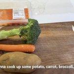 ローラがYouTubeで美味しそうな料理を作っていると思ったら?犬のエサだった!
