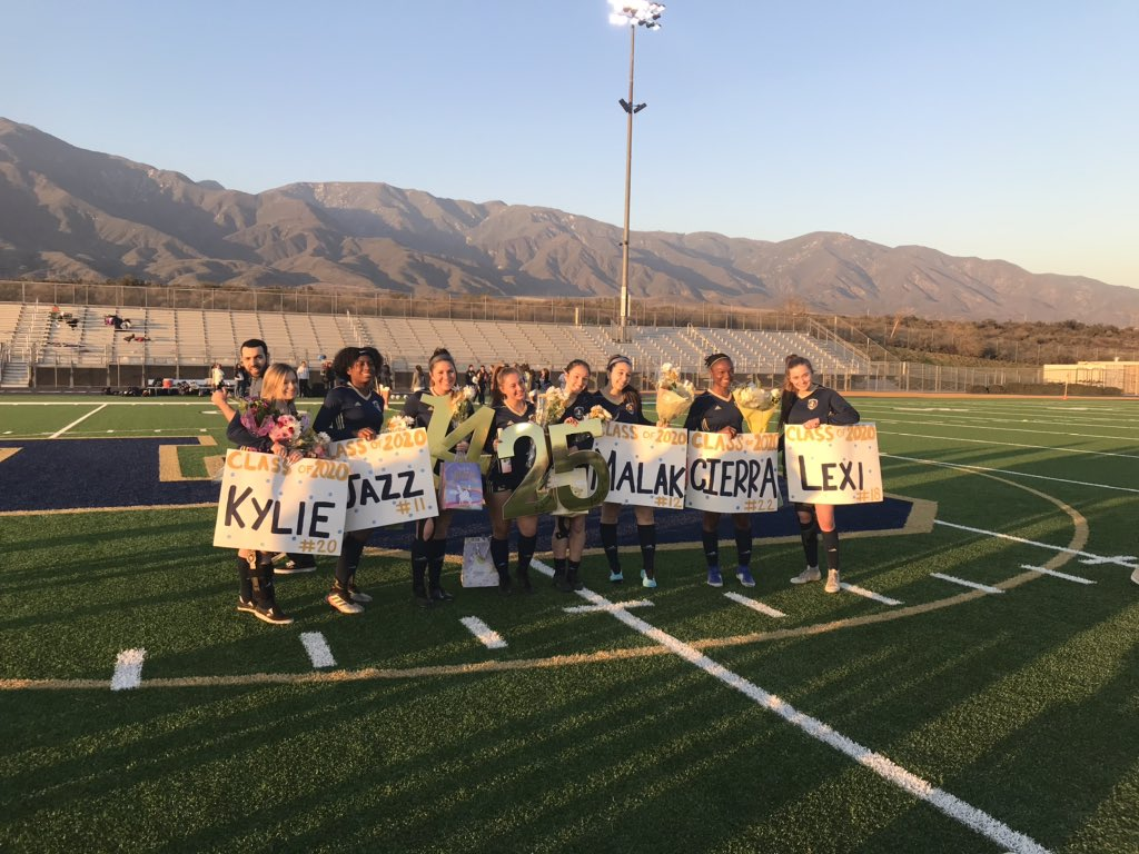 Congratulations to our 2020 Los Osos Girls Soccer Seniors! Thank you for your hard work and loyalty. We wish you nothing but the best in all your future endeavors. #SeniorNight #OsosSoccer #thankyou #FourYears #hwpo #clawsup ⚽️🐻