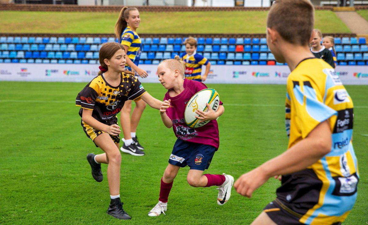 Nice work Jack and @DavidCampese! Kids, Test Rugby and a great city! Thank you @CityNewcastle! Bring on Sept 5! #GoldBlooded #TeamRugby #CityofNewcastle GALLERY: facebook.com/RugbyAU/photos…