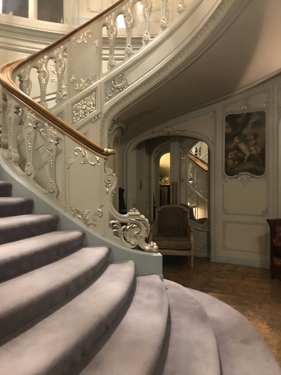Last night, Book Society Dinner in the ballroom at the glorious (men only) Savile Club.  One of my favourite rooms ever!  Most of my shoes are trainers - no trainers allowed.   #booksociety #dinner #savileclub #publishing #lovethisroom #soromantic #books #greatevening pic.twitter.com/xmU8yFgNjq