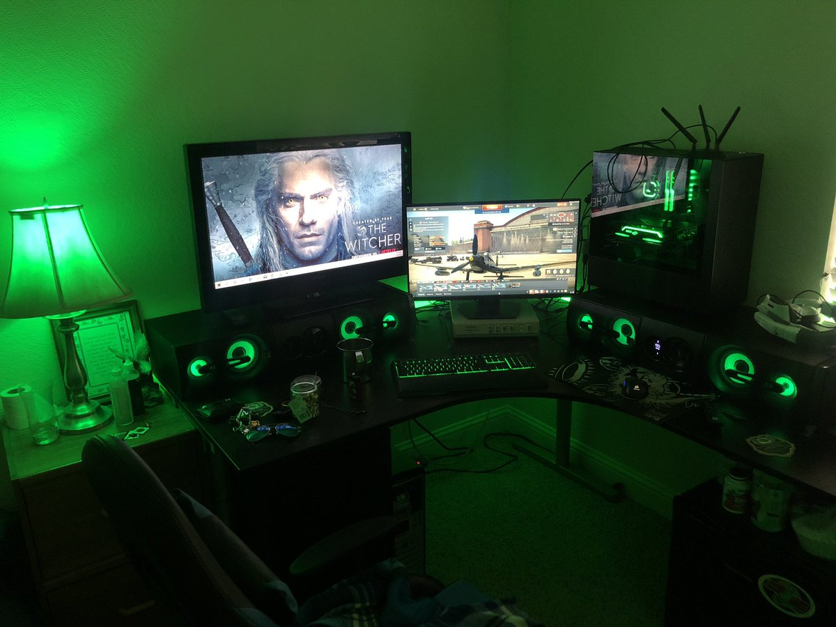 New room lighting setup completed and I fucking love it!  #Lighting #gaming #partyroom pic.twitter.com/mRYb7ROjGw