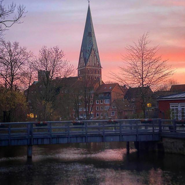 Lüneburg . . . #Lüneburg #Altstadt #Salzstadt #Lüneburgcity #Hansestadt #HansestadtLüneburg #saltcity #meinLüneburg #meinNiedersachsen #shotoniphone #smartphonephotograpy #phoneography #fachwerk #altstadtliebe #lüneliebe #salzstadt https://ift.tt/2S48usipic.twitter.com/h2MW03o8yj