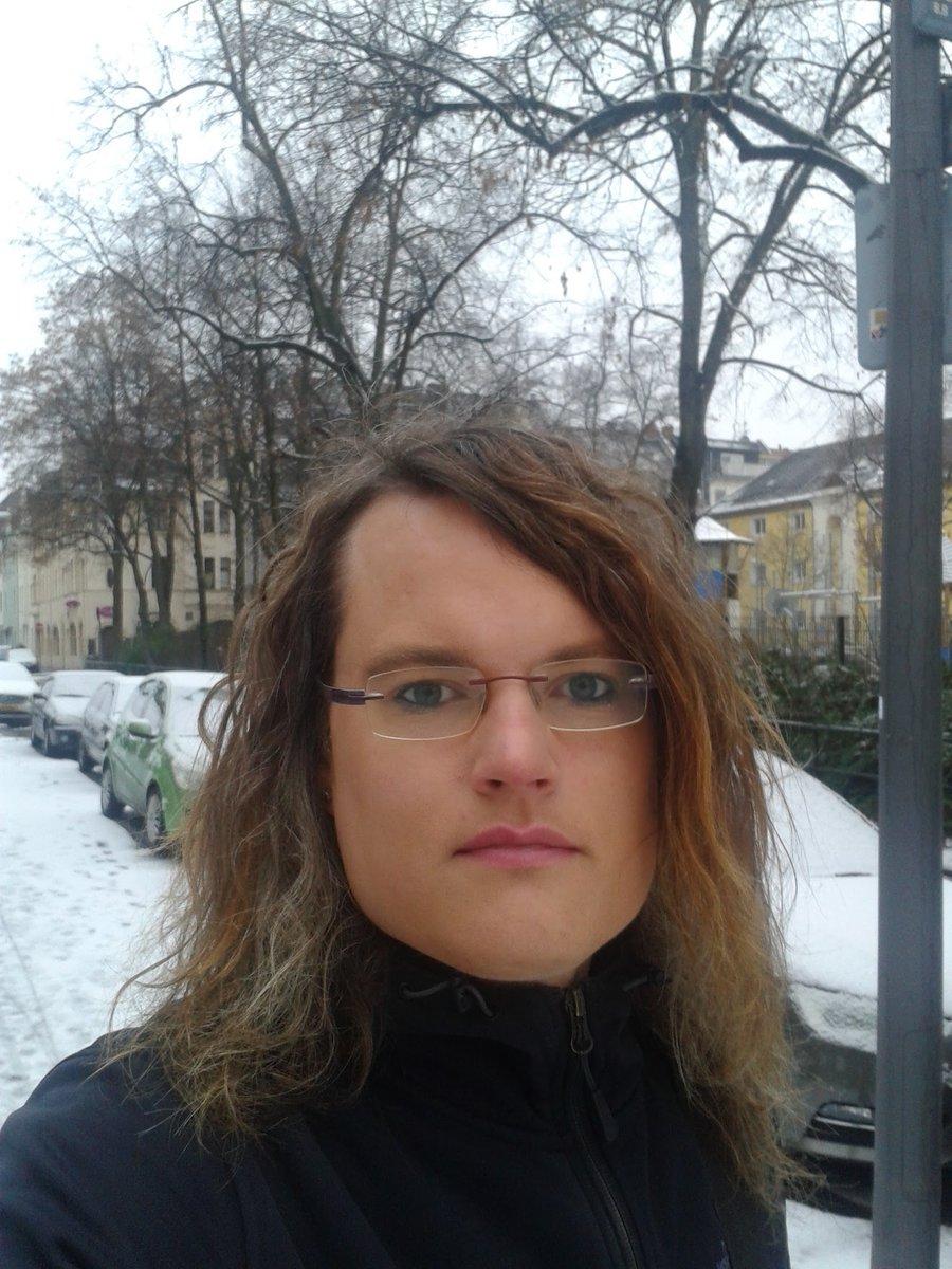 in Köln kann auch mal Schnee liegen . mfg eure Conny