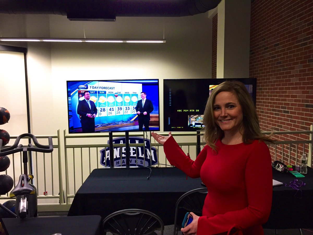 What @ErinWMUR does in her free time...watch @MikeCherryWMUR and @KevSkarupaWMUR pileup web-hits on the @Facebook live. #internetsensation pic.twitter.com/WmuhFhLm7C