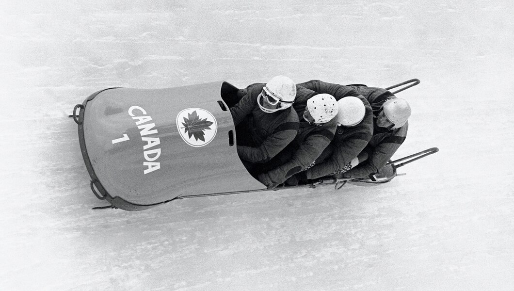 #SlidingHistory #OTD 56 years ago. February 7th 1964, Olympic Winter Games in #Innsbruck. Vic Emery, John Emery, Doug Anakin, Peter Kirby (CAN-1) surprisingly win gold in the 4-man #Bobsleigh! 👇🏿 olympic.org/news/surprise-… 📷 Getty Images/IOC
