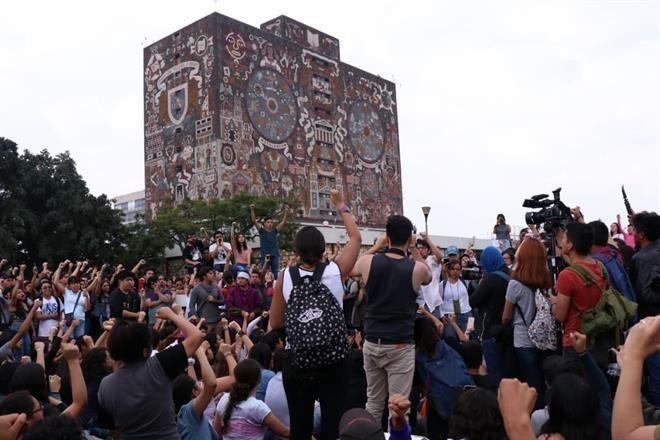 """#ArmandoRojasArévalo / Sol Quintana Roo  UNAM, TIERRA DE NADIE  JIMENA: Al afirmar el Presidente que en el problema de la UNAM –15 planteles en """"paro""""-- hay """"mano negra"""", sabe que efectivamente la hay y de quién es...  LEER: https://solqr.com.mx/2020/02/07/epistolario-21/…  #CienciasPolíticasySociales pic.twitter.com/8sJdjWR0yg"""