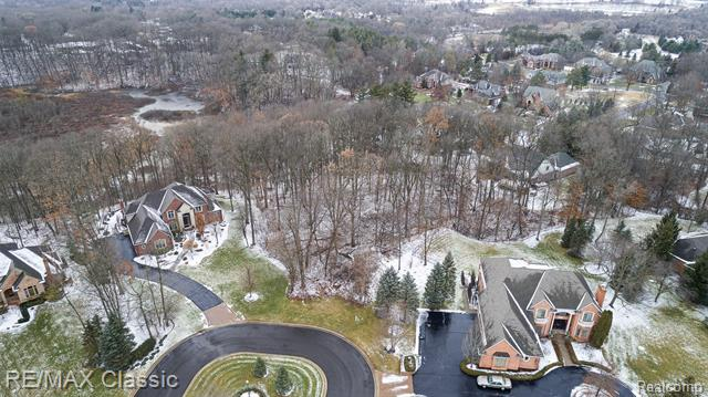 See a virtual tour of our listing on Unit 9 Valley Crest Court #MilfordTwp #MI  #realestate http://tour.corelistingmachine.com/home/4LWDGXpic.twitter.com/P3f5f1r7go