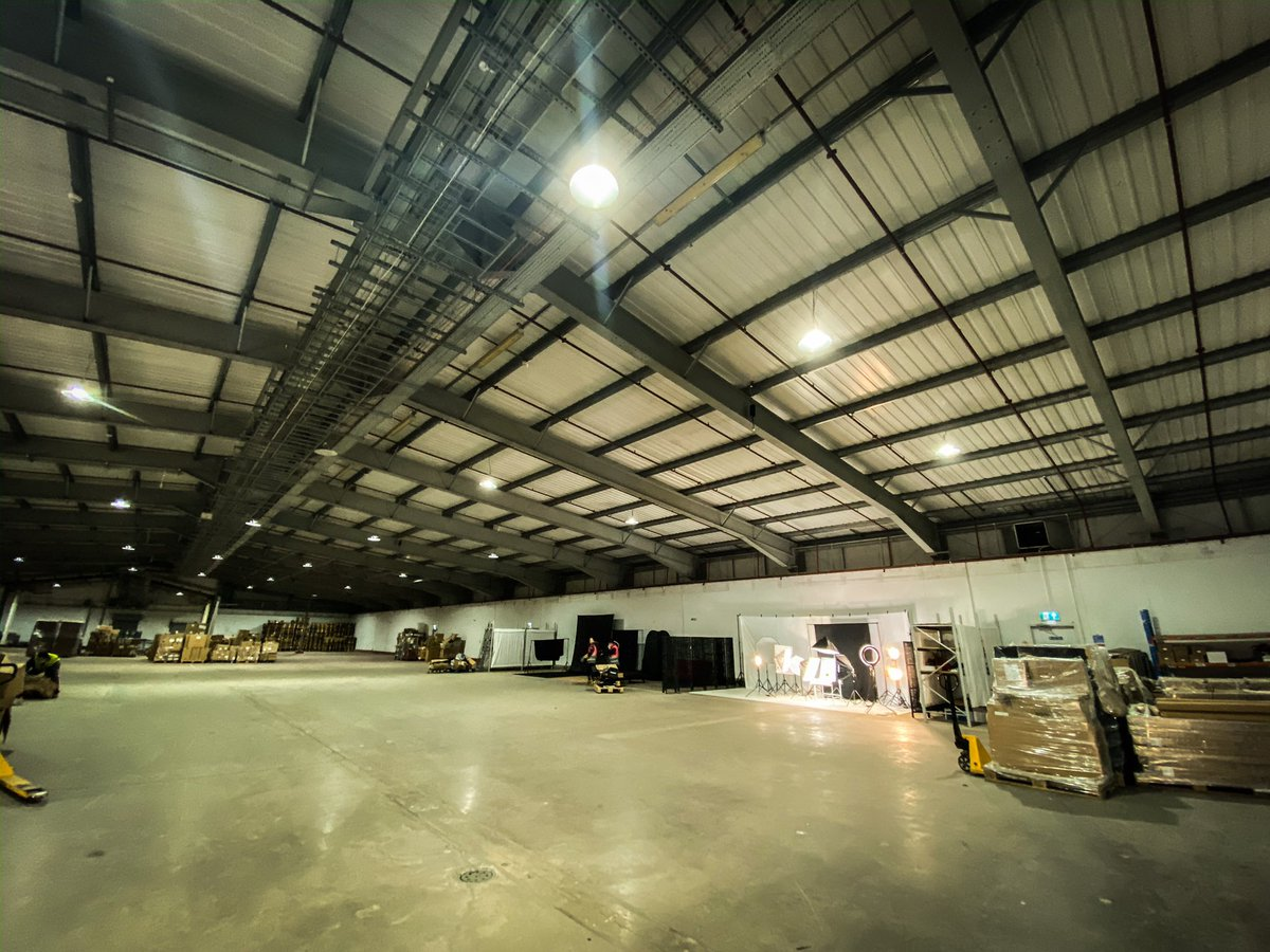 A very exciting end to a great week with potential for the #creativearts courses to have access to some new studios and 44,000 sq ft of creative warehouse space in Rogerstone, in collaboration with Neewer. @maria_retter @coleggwent #photographydegree pic.twitter.com/oyj75ZCQZw