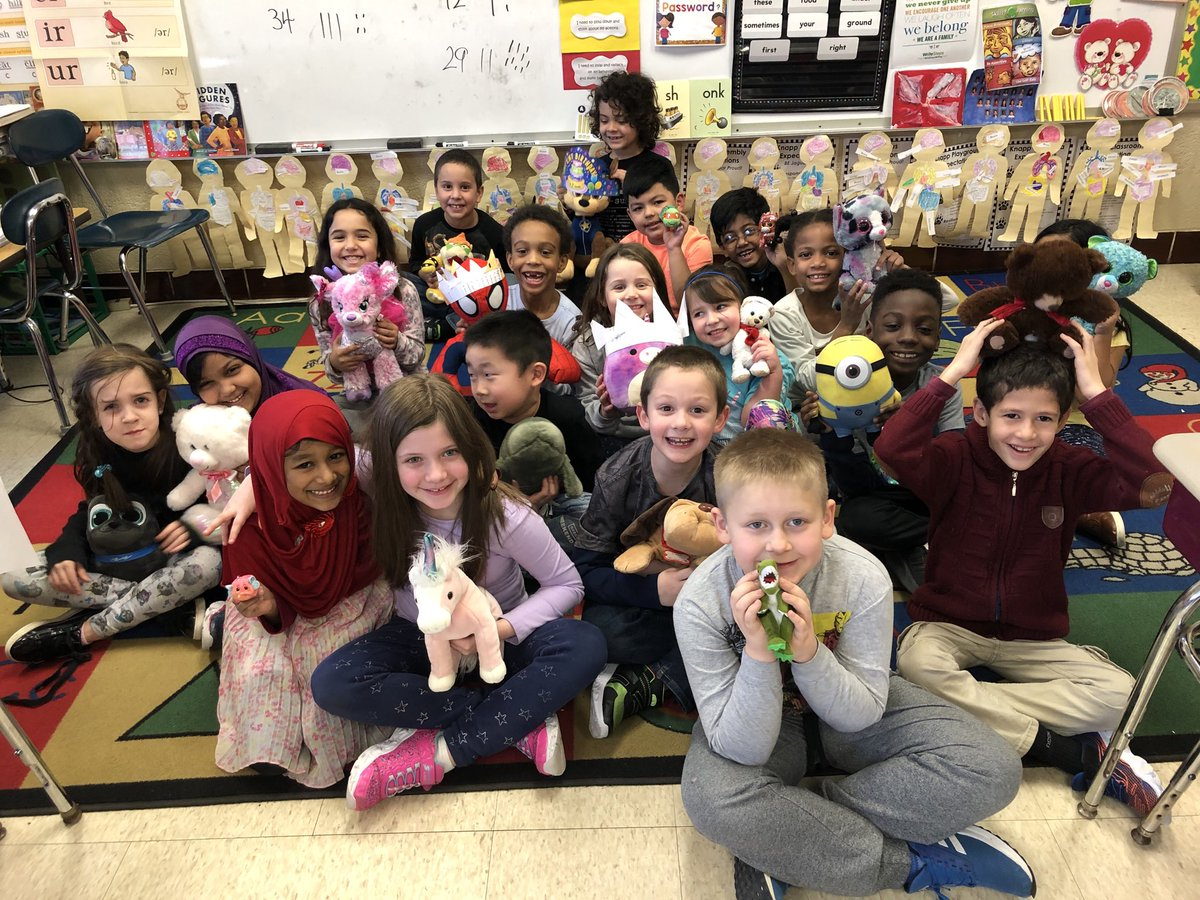 Celebrating our Stuffed Animal Day!!! Great job earning our Bingo rewards. 🐶🐭🐼🐷🦁🐹🐰
