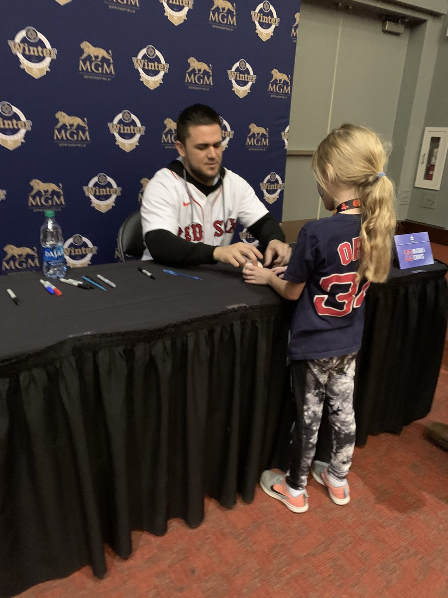 @MichaelChavis11 was so kind to my little girl at #soxwinterweekend makes me root for him even more.... https://t.co/2I3aAXq17V