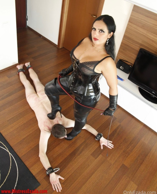 @Mistress_Ezada You look amazingly beautiful Stapana. How I wish I was there kissing Your Feet. The isolation box for the evening. How wise of You. I will be following and working Hard for You All Weekend Stapana. Enjoy the Sadistic Torture You have in store for Purcelus🙏