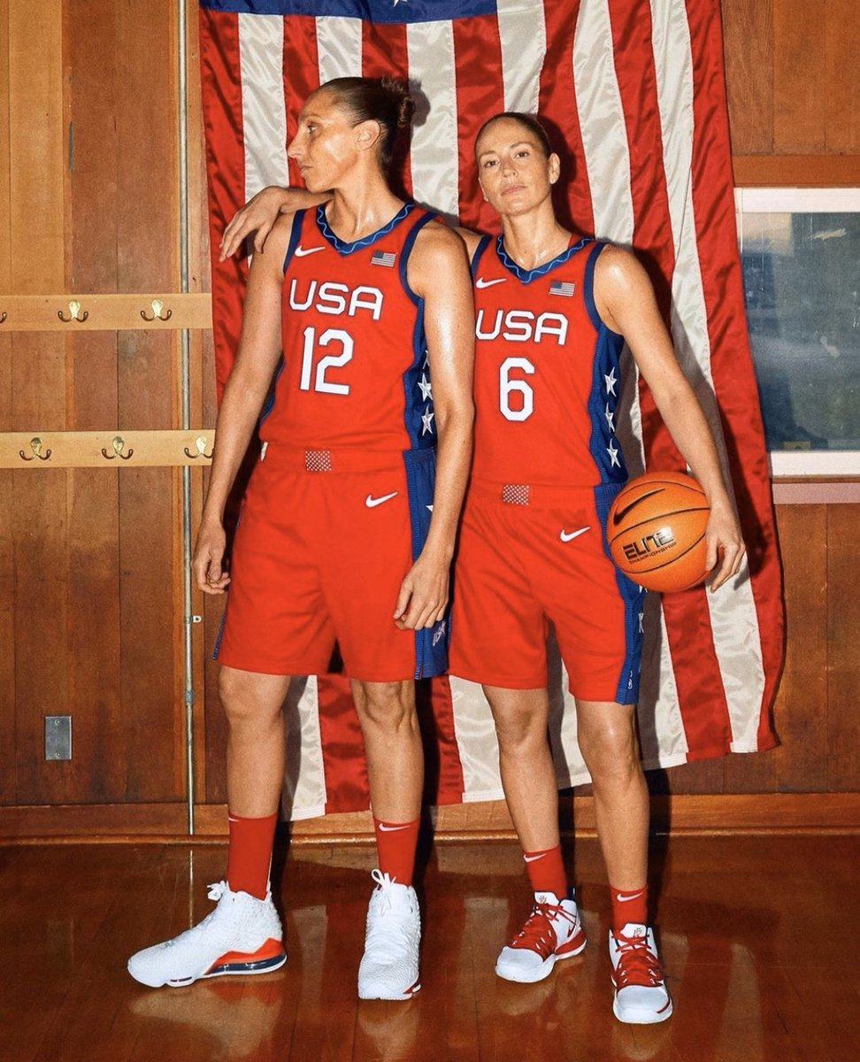 Petition to put this in the Smithsonian because this is an AMERICAN TREASURE 🐐🇺🇸🐐  @S10Bird @DianaTaurasi
