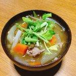 Image for the Tweet beginning: 今日のスープは有賀さん@kaorun6 の #365日のめざましスープ からバトン豚汁。昨日の夜作って、夜はねぎ、朝はセリをトッピング。ガラッと変わる味わいに、次は何をトッピングしようかなあ?とワクワク。 #スープ365  #おうちごはん