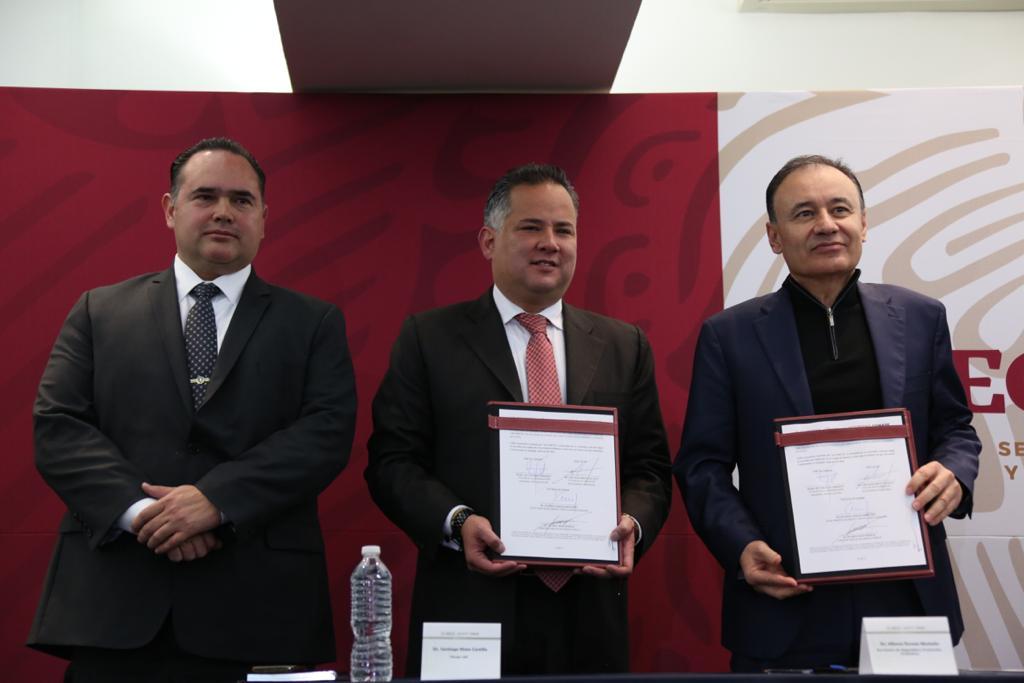 Agradezco a @AlfonsoDurazo y a Víctor Hugo Enríquez de @CONASE_mx la firma del convenio de coordinación en materia de combate al secuestro. La estrategia del Estado mexicano abarca, entre otros elementos, el combate a las estructuras financieras de los grupos delincuenciales.