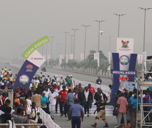 Governor of Lagos State, @jidesanwoolu ceremoniously crossing the finish line. #MoreThanARace