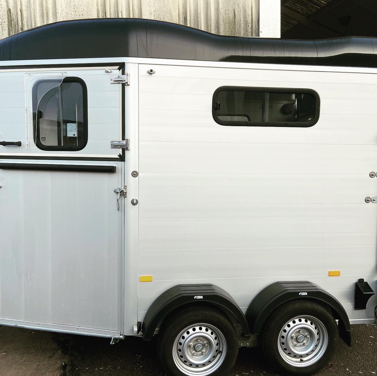 We are Cheval Liberte main Dealers and have a fantastic 1 yr old Cheval Liberte Touring Country with Tack Room at a saving of £1000 off new! Fully serviced. Call 07500 810523 #chevalliberte #horsetrailer #doublehorsetrailer #equestrian #ponyclub #equestrian #dressage #eventingpic.twitter.com/wpUtDyKIHY