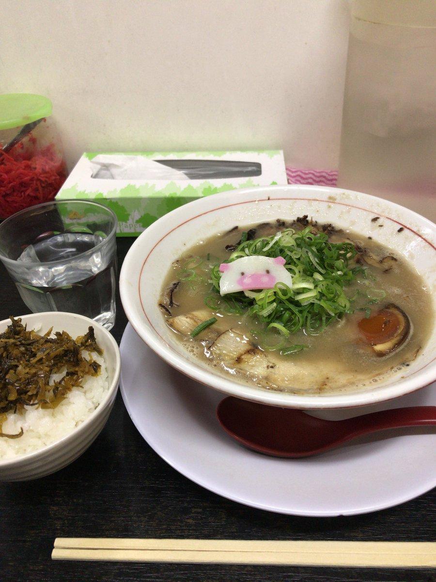 今日もしあわせのらーめんミゥに行って来ました♪寒い日には美味しい豚骨ラーメンが何よりのご馳走ですね(=^ェ^=)二日半煮込まれたスープが絶品です。  #しあわせのらーめんミゥ #森ノ宮 #ラーメン