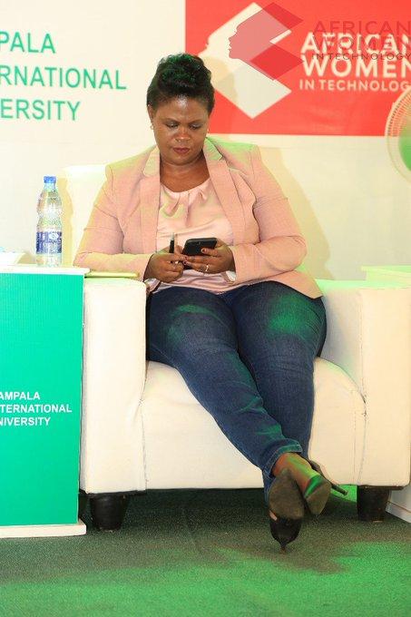"""Design Thinking encourages collaborative creativity to solve problems holistically and user-centred."" @kiuvarsity @AfricanWIT @HPI_DSchool @InnovateLawAfri #AWITUGANDA20 #KIUAWIT2020pic.twitter.com/WeAltgAD6J"