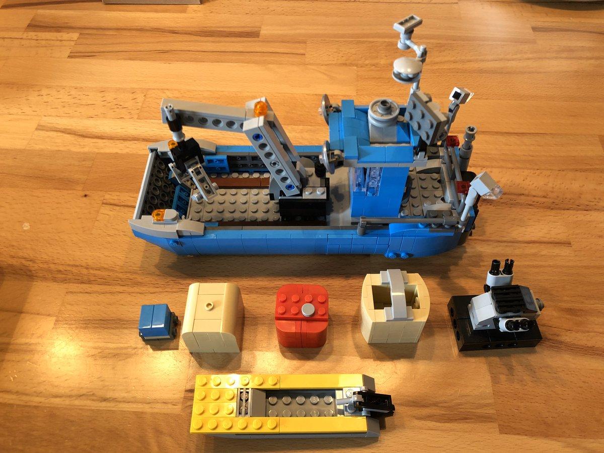 #ichwarmaleinkäfer #LEGO 10252 Alternate : barge boat and accessories by berth #saturdaybuild mit dem Mupf. Schönes Modell, aber nur gucken, niiicht anfassen. #fragile #donttouch.  Das bauen hat dem Mupf aber Spaß gemacht. #derwegistdasziel pic.twitter.com/mIP3qTNWOX