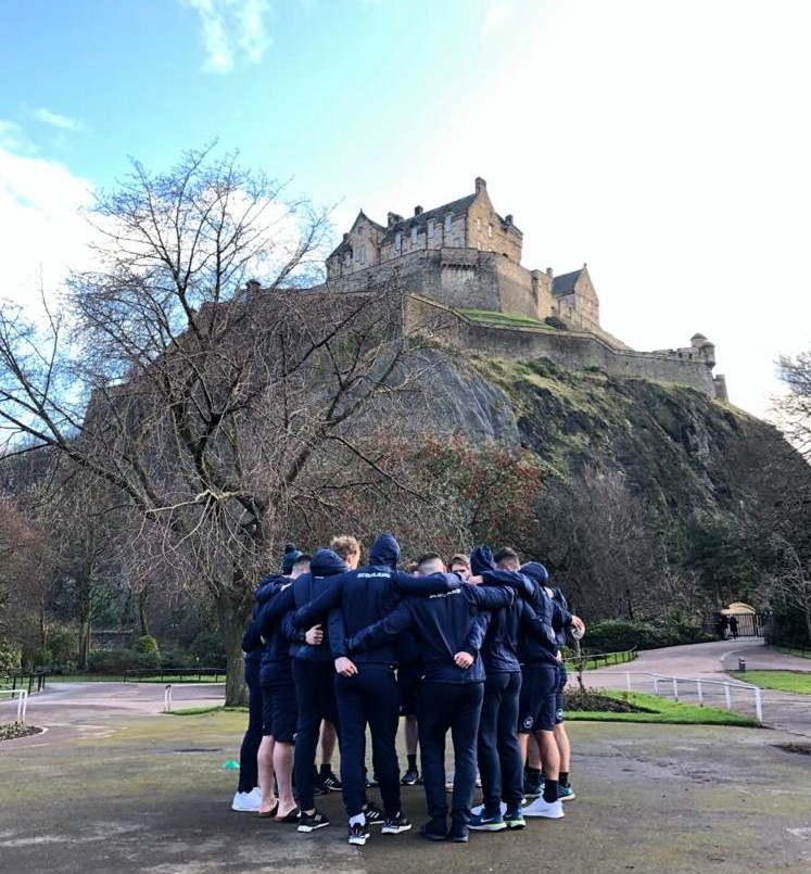 An iconic setting for a final @Scotlandteam walk-through this morning. 🏴󠁧󠁢󠁳󠁣󠁴󠁿🏰 #AsOne #SCOvENG
