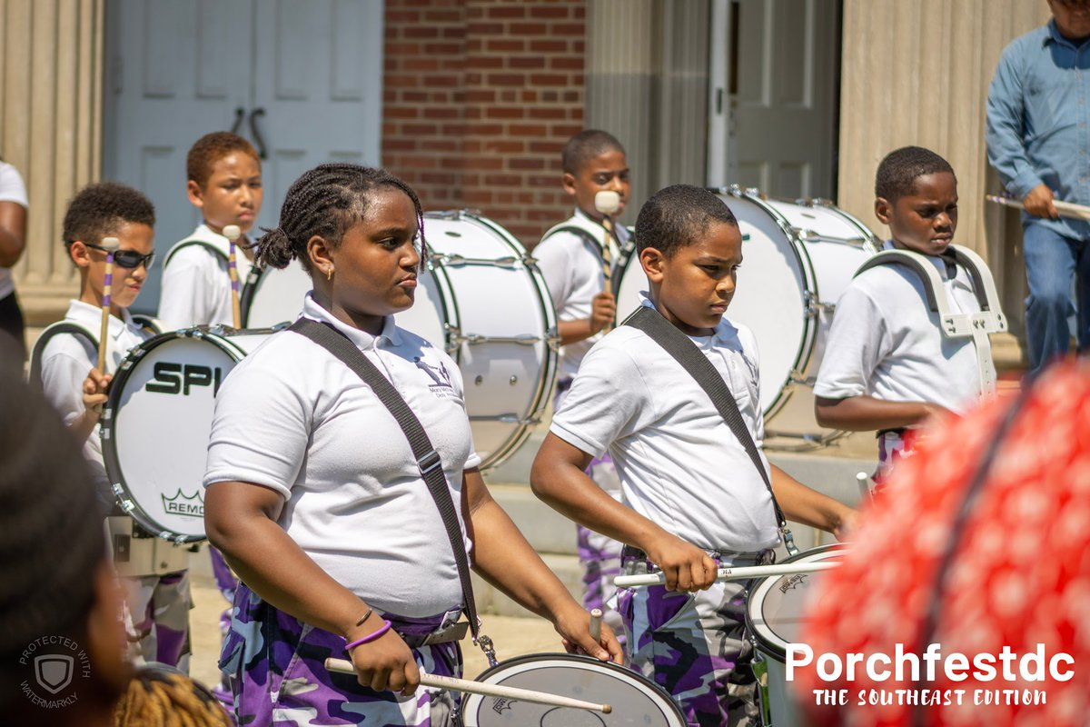 The kids from @MMBDAPCS were the joy we needed on a hot afternoon. Amazing #drumline! ❤️🙌🏾💥 . .  #drums #schoolbands #bands #studentband #festival #porchfest #porchfestdc #charterSchool https://t.co/glC6eA10ny