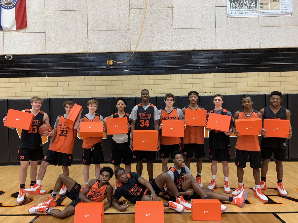 Guys are geared up for the stretch run thanks to @TDNike and @JillNoe. As always, proud to be a part of the #Nikefam #TTW #TheTraditionContinues