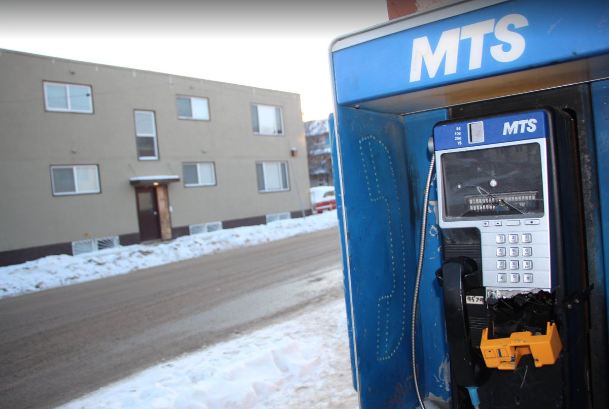 Payphone on Maryland near HSC = broken. Store owner says she reported it 5 months ago, still broken. She says used to make ~$25/year in cut of phone revenue. Now, wants it gone bc daily people ask to use store phone bc payphones broken, conflicts arise cbc.ca/1.5451875