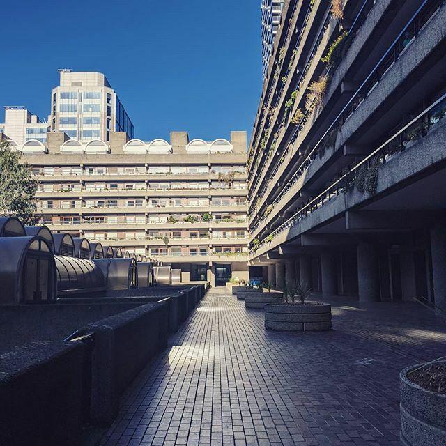 Barbican. #barbicanestate #barbican #bluesky #brutalism https://ift.tt/3bpctqMpic.twitter.com/2DBR2lmFQK