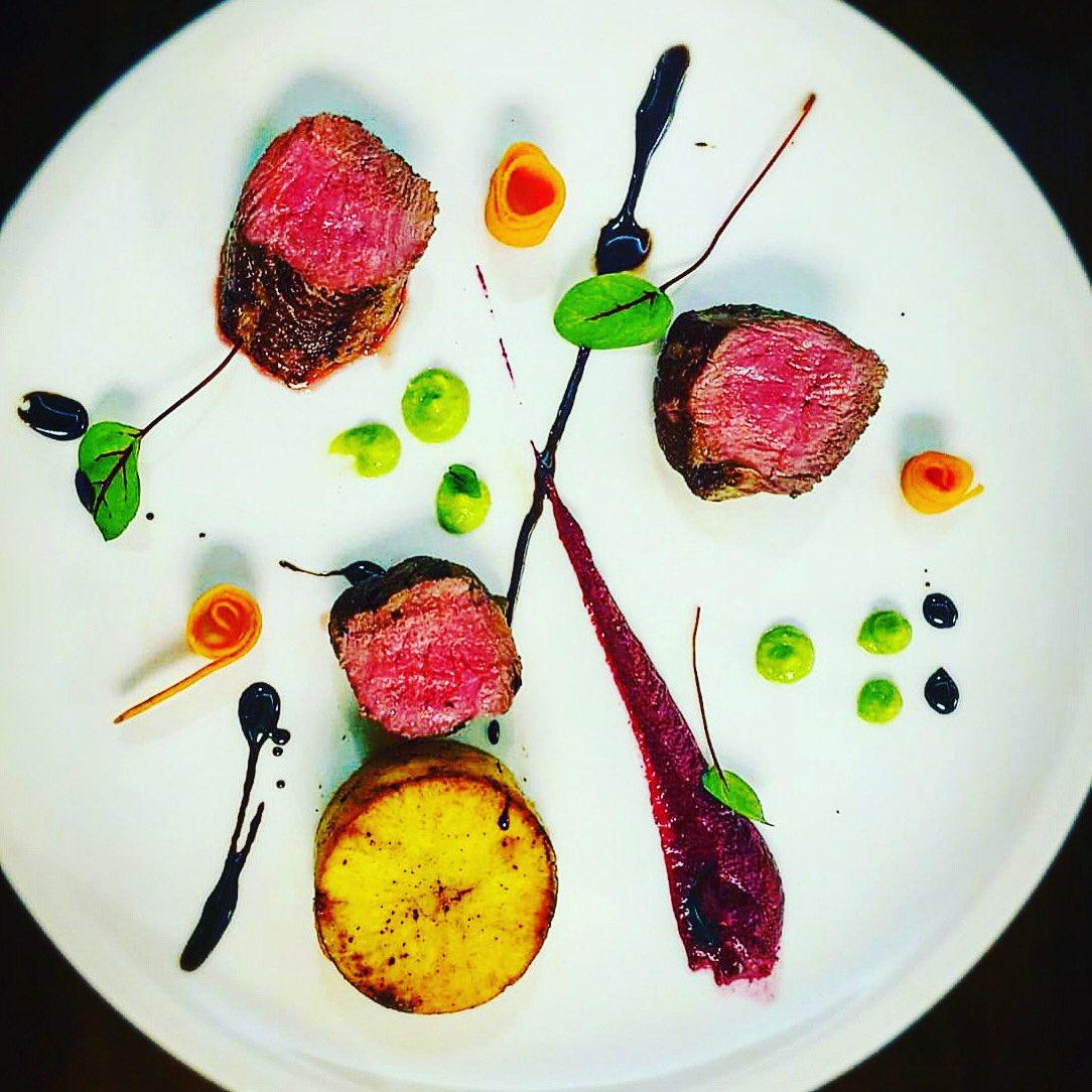 Comfort on a windy night. Tonight's special.  Seared lamb loin, beet puree, pickled carrots, potato fondant, red wine reduction. 👨🍳🤩  #dublincitycentre #dublinonourdoorstep #Ourteam #chefgoals #chefteam #dublinfood #dublindining https://t.co/axvgvAHxHX