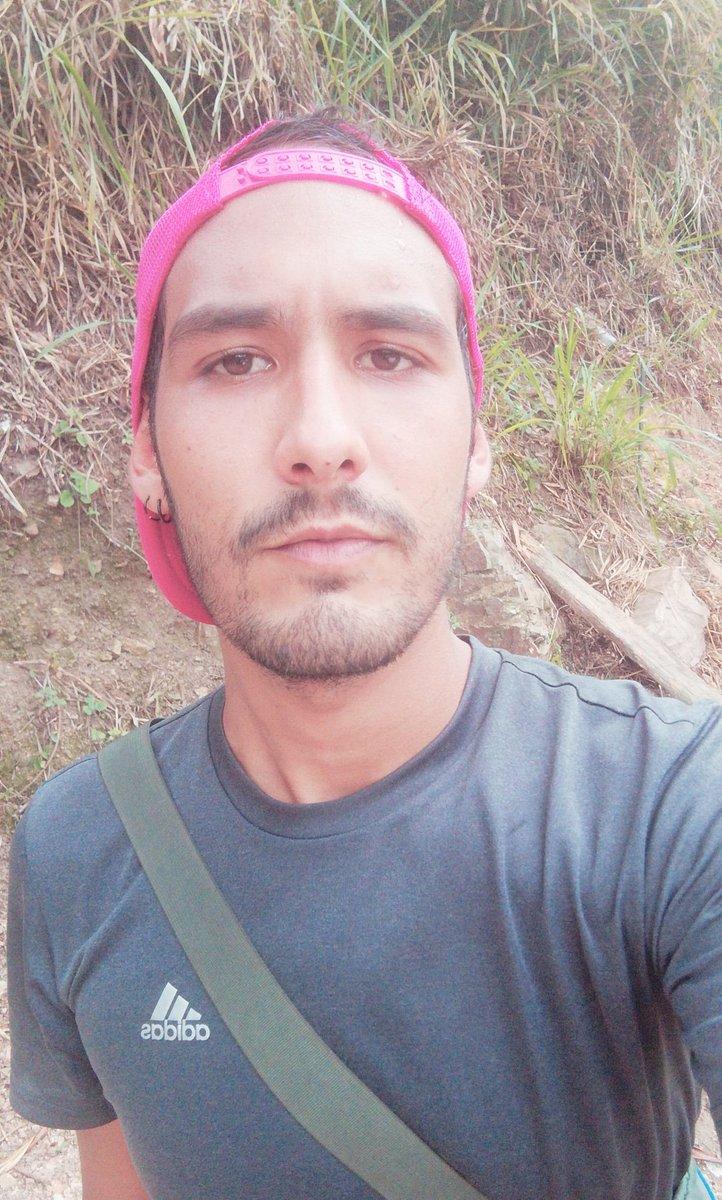Hoy subí al cerro y escuche 10 veces Physical de Dua Lipa #HealthyAF pic.twitter.com/h3BtYaQdyE