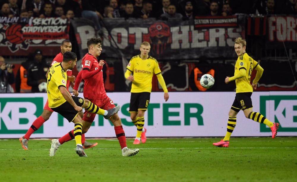 باير ليفركوزن يحقق الفوز على بروسيا دورتموند في مباراة جنونية بالدوري الألماني