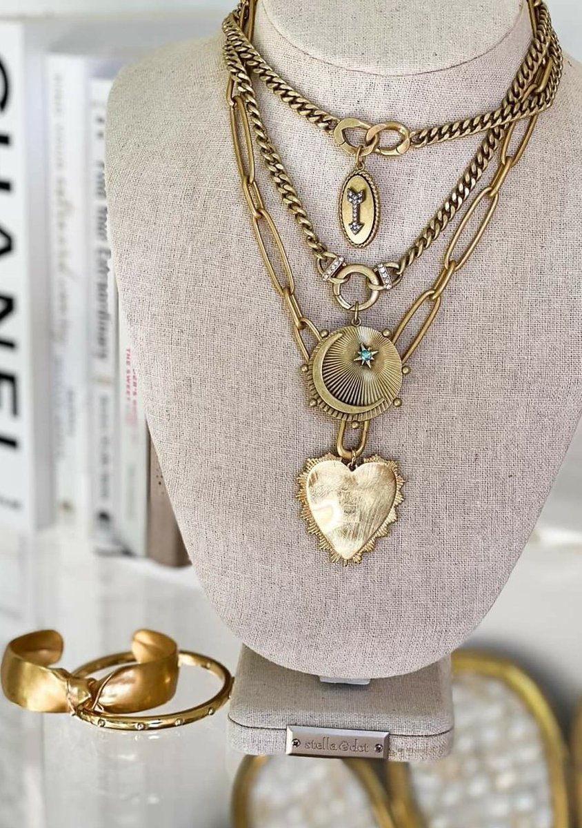The layered look!  Necklaces are a great way to highlight your pretty face.   http://www.stelladot.com/sites/michele-wojnar …   #MIsCharming #CharmingReflections #designyourstory #collectmoments #stelladot #necklaces #fashion #accessories #jewelry #antiquegold #key #heart #moonpic.twitter.com/QNCP4fvmIt