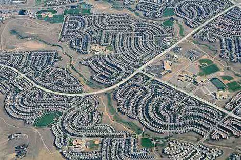 Urban sprawl costs the American economy more than US$1 trillion annually. Americans living in sprawled communities directly bear an astounding $625 billion in extra costs. And ALL Americans bear the other $400 billion more. Via @NewClimateEcon @LitmanVTPIhttp://newclimateeconomy.net/content/release-urban-sprawl-costs-us-economy-more-1-trillion-year…