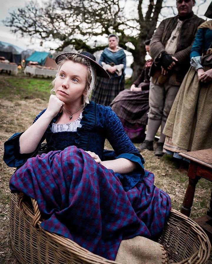 Lauren nos bastidores da S5. Linda demais! 🥰🥰💜  #Repost @rikrankin  #outlanderstarz #outlanderbrasil #Outlander #laurenlyle #fersali #marsalifraser #OutlanderS5