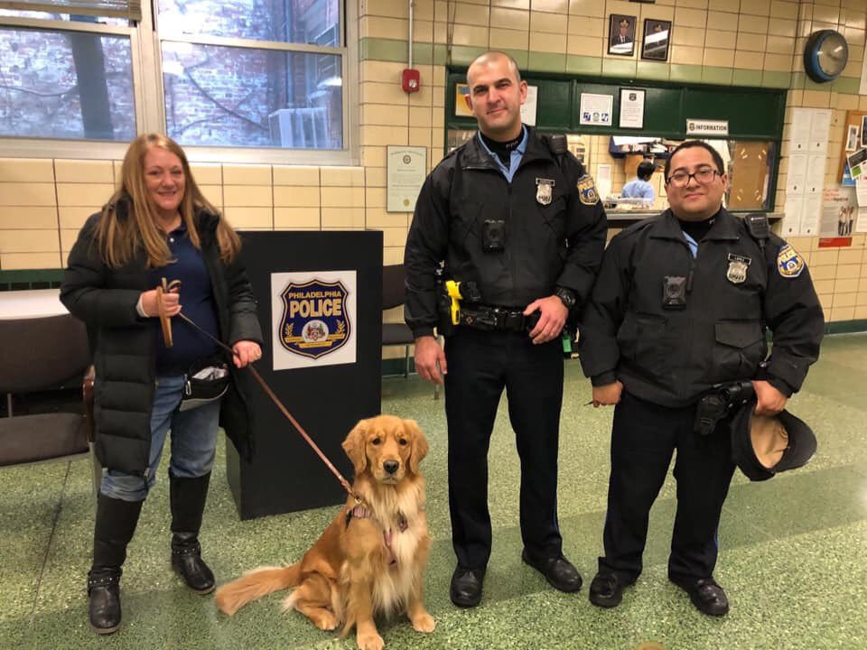 While I spent Saturday at @UL_FSRI Fire training, @LaurieDurell took #ARFFdogFrankie to train her as a therapy dog. I thank @PhillyPolice @PPD16Dist for allowing Frankie to spend time at the district saying hi to all of you! #copsarecooltoo