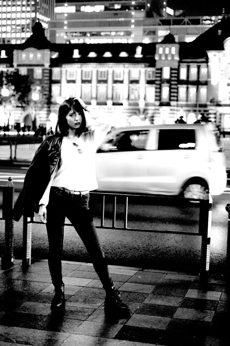 """"""" monochrome"""" #山口あい( @_milk_choco12 )さん #去年の秋 #NightPortrait ブレてるけどこういう感じなので・・・ pic.twitter.com/yy4wUaBiue"""